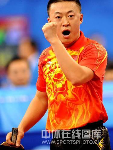 图文-乒乓球中国男团出征预赛 马琳兴奋庆祝得分