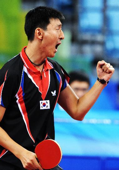 图文-奥运乒乓球韩国队获男团铜牌 吴尚垠血气方刚