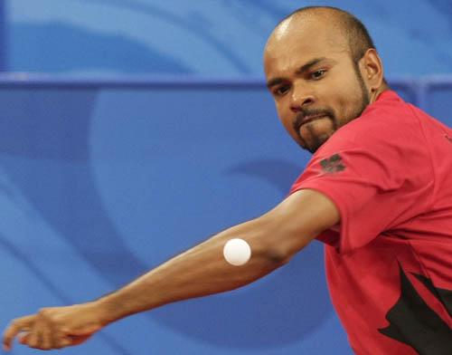 图文-奥运会19日乒乓球比赛赛况 这一球能否打准