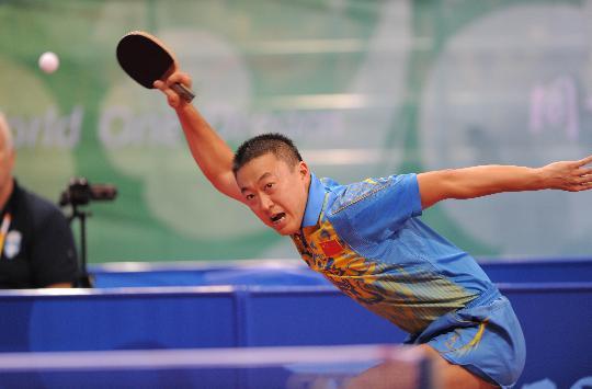 图文-乒乓球马琳晋级男单八强 马琳高难度回球