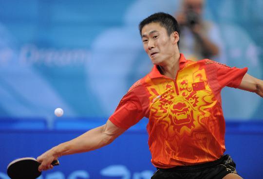 图文-乒乓球男单王励勤晋级八强 正手大力弧旋球