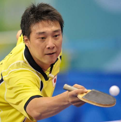 图文-奥运会乒乓球男单第三轮 日本选手回球