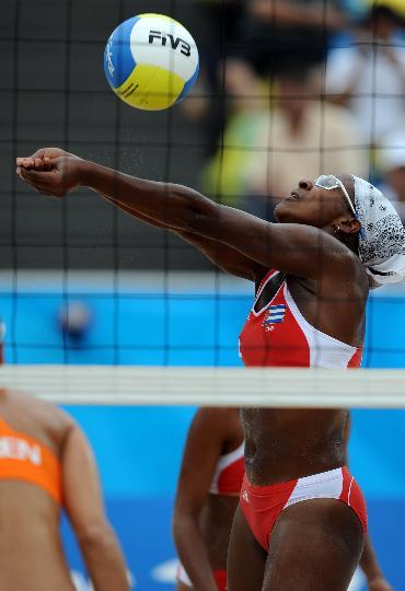 图文-女子沙排古巴战胜荷兰 埃斯特韦斯在比赛中