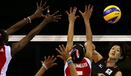图文-女排预赛日本胜委内瑞拉 委内瑞拉拦网失败