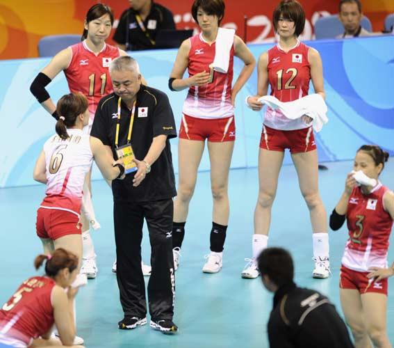 图文-女排巴西队横扫日本  队员和教练都很沮丧