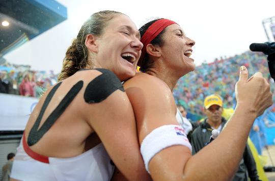 图文-女子沙排决赛美国组合夺冠 感动在这美妙瞬间