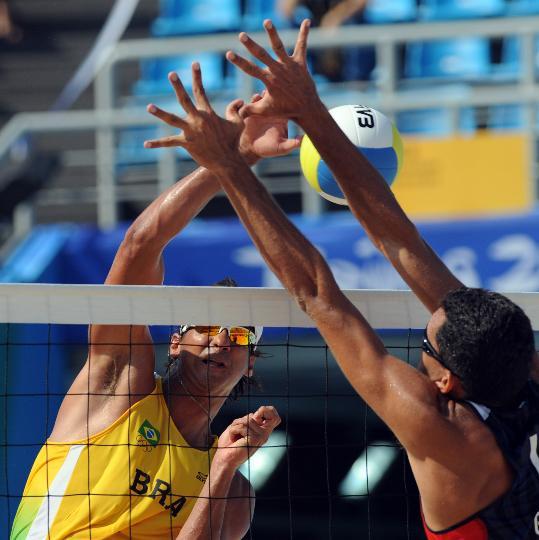 图文-巴西选手获铜牌 势不可挡的扣球
