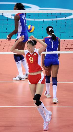 图文-女子排球中国队获得铜牌 赵蕊蕊庆祝得分