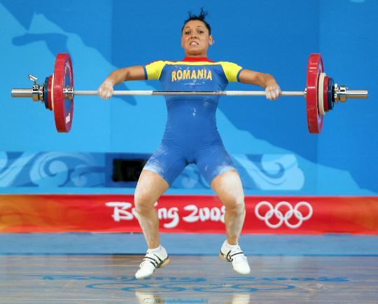 图文-举重女子58公斤级决赛赛况 科科什在比赛中