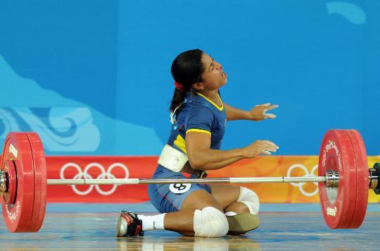 图文-举重女子58公斤级决赛赛况 埃斯科瓦尔懊悔