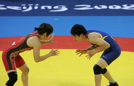 图文-自由式摔跤55KG许莉摘银 两人都在寻觅机会