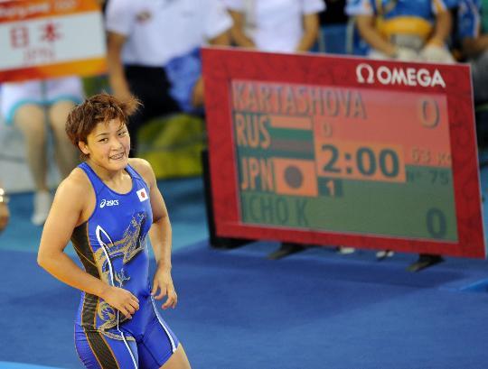 图文-女子63KG自由式摔跤决赛 伊调馨夺冠