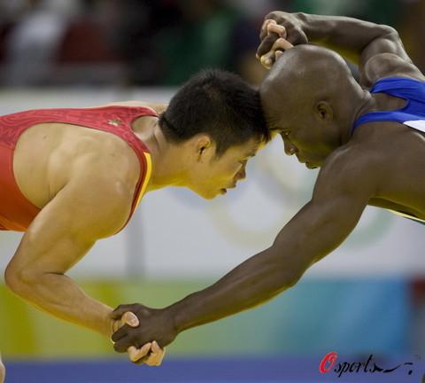 图文-奥运会男子自由式摔跤资格赛 别和我斗了