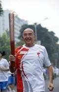 图文-奥运圣火在北京首日传递 火炬手以色列人吉拉迪