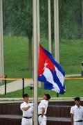 图文-各国代表团举行升旗仪式