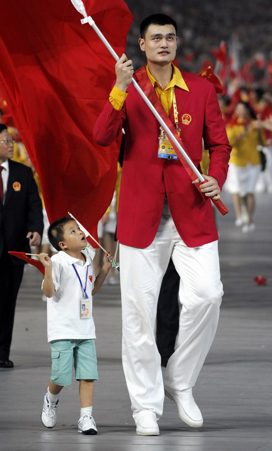 图文-奥运会开幕式美女帅哥旗手 中国姚明