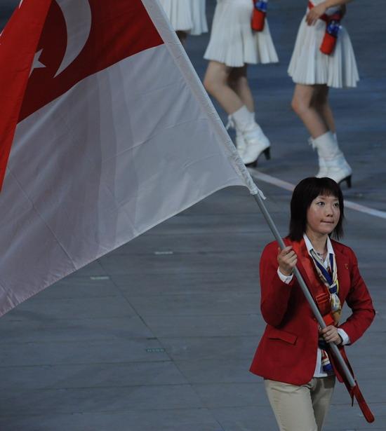 图文-奥运会开幕式美女帅哥旗手 新加坡李佳薇