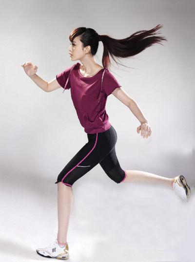 图文-范冰冰奥运时尚写真 跑姿优美