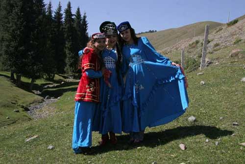 图文-祝福北京塔塔尔族使者评选 夫罗热和她的姐妹