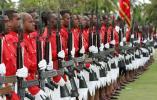 图文-大洋洲各岛国风情 斐济军队身着传统锯齿短裙