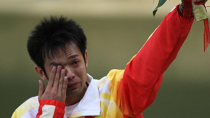 朱启南男子10米气步枪摘银 泪洒领奖台