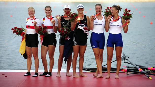 图文-[奥运]赛艇女子双人双桨 前三名组合颁奖合影