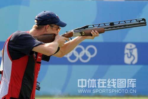 图文-08奥运会射击比赛集锦 标准端枪姿势