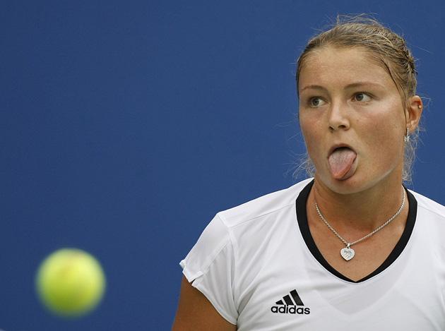 图文-[奥运]网球女单半决赛 萨芬娜的搞怪表情