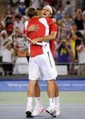 图文-网球男子双打决赛 费德勒/瓦夫林卡庆祝胜利