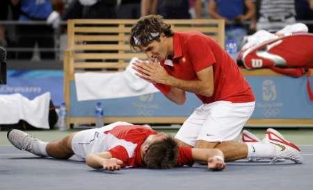 图文-网球男子双打决赛 费德勒/瓦夫林卡异常兴奋