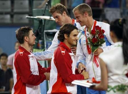 图文-网球男子双打决赛 费德勒和瓦夫林卡领奖