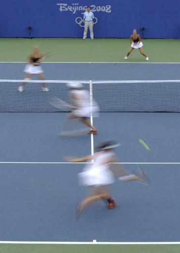 图文-[奥运]网球女双铜牌战 快如闪电
