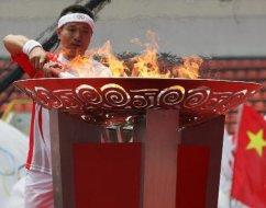 奥运圣火桂林传递 肖建刚点燃圣火盆