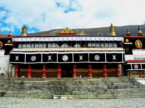 哲蚌寺:拉萨三大寺之一 雪顿节晒佛规模最大(图)
