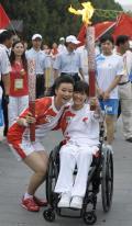 图文-奥运圣火在北京传递第2日