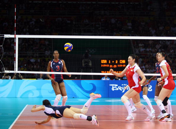图文-中国女排2-3负美国女排 女排姑娘出现失误