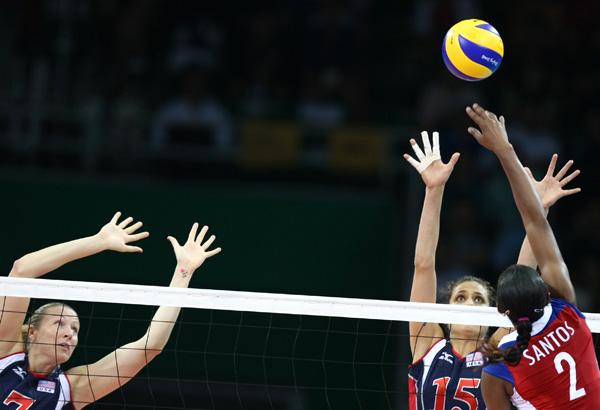图文-女排半决赛美国3-0古巴 古巴队桑托斯扣杀