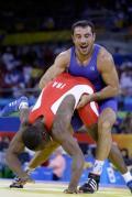 图文-奥运会古典式摔跤回顾 不给对手翻身机会