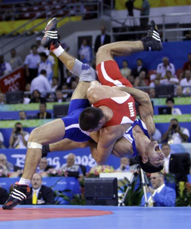 图文-奥运会古典式摔跤回顾 漂亮的空中拦截
