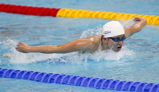 图文-9日女子100米蝶泳预赛赛况 杨金桂飞速向前
