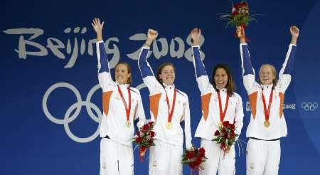 图文-女子4x100米自由泳接力 荷兰女队开心领奖