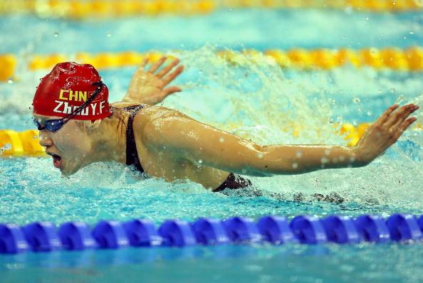 图文-9日奥运会游泳预赛比赛 周雅菲水中芙蓉