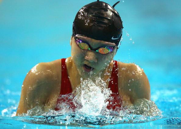 图文-9日奥运会游泳预赛比赛 刘京向前水中搏击