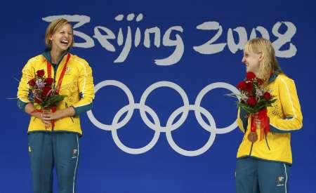 图文-女子100米蝶泳决赛 特里克特与席佩尔