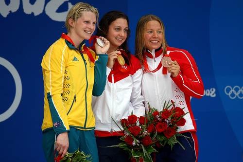 图文-女子200米蛙泳决赛 三位胜利者