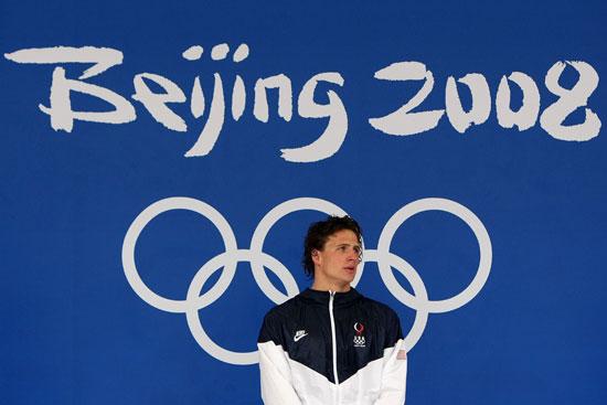 图文-男子200米仰泳决赛 在五环下成功