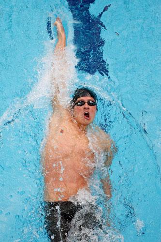 图文-男子200米仰泳决赛 大力向前划行