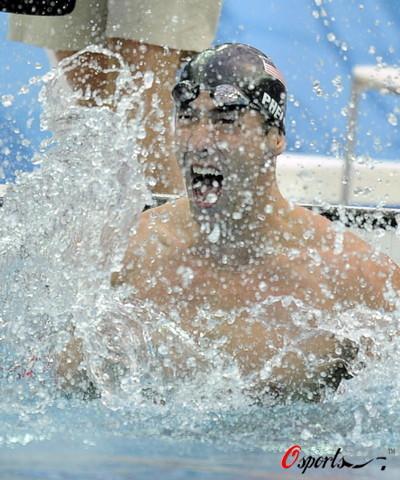 图文-菲尔普斯100米蝶泳夺第七金 双手像马达