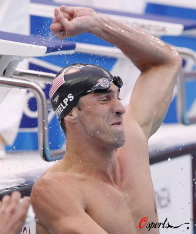 图文-菲尔普斯100米蝶泳夺第七金 远看像托尼