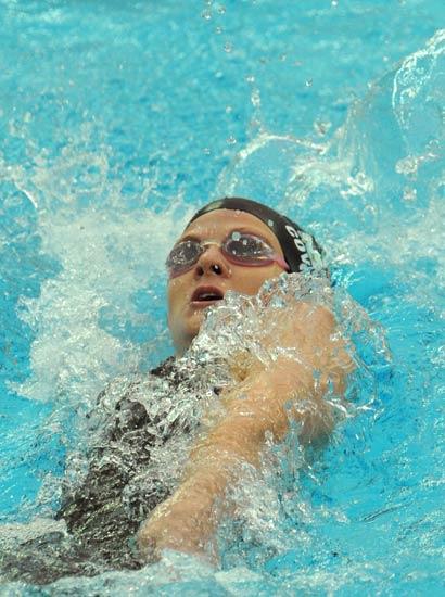 图文-女子200米仰泳决赛 考文垂在比赛中